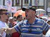 Napjatá atmosféra na brněnské demonstraci