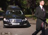 Pražské hřbitovy koupily pohřební mercedes za 3,4 milionu. Dráž než nový. Kverulant podává trestní oznámení