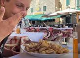 Cestovatelé natočili ceny jídel v chorvatském městečku Vodice. Při placení málem omdleli