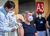 """""""Nic jiného než očkování nám nezbývá,"""" upozorňuje primářka Roháčová. A vedlejší účinky? S nimi je to takto..."""