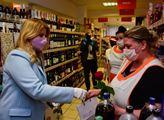 Čaputová v roušce vyrazila mezi Slováky, děkovala jim za boj s koronavirem