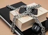 Braňte se! Cenzura bude vládnout a popravovat. Český vědec rozkryl hrozbu i jména