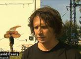 Ať tady mluvíme německy, řekl umělec David Černý. A vynadal do pohlavních údů