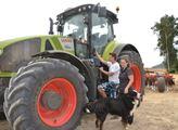 Hlas zemědělců: Lidem smrdí hnojení, stěžují si na hluk o žních. Buďte patrioti, ty se potraviny v supermarketech nevyčarují, nabádají