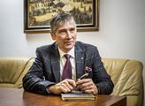 Hejtman Vondrák: Krajská telefonní infolinka stále nabízí pomoc s registrací k očkování