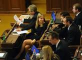 Hlasování o důvěře vládě 27. 4. 2012. Pro vládu se...