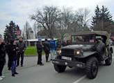 Americký konvoj přijely podpořit také různé kluby ...