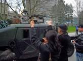 Konvoj americké armády míří do Vyškova