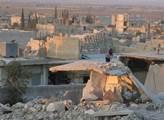 Kurdské město Kobaní v Sýrii navštívila válečná no...