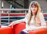 Lipovská by hlasovala pro odvolání Dvořáka. Radě neodpovídá, a ještě ji veřejně  pomlouvá. Zaměstnanci ho podporují, protože odmítá zveřejnit jejich platy