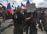 Pozdvižení na pochodu pro rodinu: zúčastněné provokoval muž s přeškrtnutým křížem na tričku