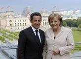 Sehrané duo Merkozy: Merkelová útočí na Sarkozyho soka Hollanda