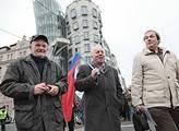 Odborářský pochod u Tančícího domu v Praze