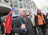 Odborářský protest na Palackého náměstí v Praze