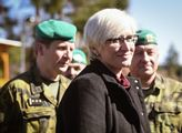 Šlechtová podepsala další obří nákupy pro armádu. Zakázku za půl miliardy získaly české firmy