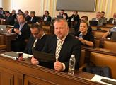 Bleskové hlasování ve Sněmovně: Komise pro hybridní hrozby dostala zelenou