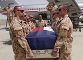 Vojáci se v Afghánistánu loučili s padlými spolubo...