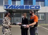 Kopřivnické Tawesco pokračuje ve výrobě. Roušky tam dováží i Tomáš Tomeček