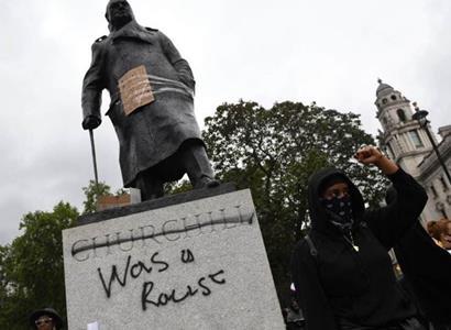 Eman Pluhař: Rasová teorie a kácení pomníků