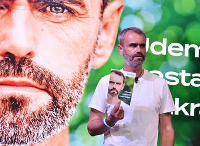 """Do předvolebního boje má zasáhnout """"kniha proti Šlachtovi"""""""