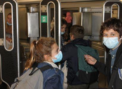 SPD odmítá plošné nošení roušek ve školách