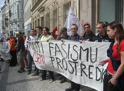"Ať žije revoluce! Po debaklu ČSSD se ozvali mladí ""socani"". Straníkům bude horko"