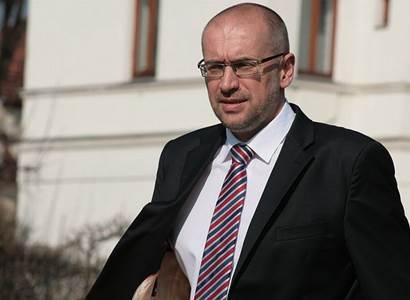 Senátor Bek: Dostavba Dukovan neřeší základní problémy české energetiky