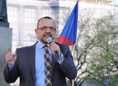 """""""Kdy uvidím protestovat nahého Hilšera?"""" Jaroslav Foldyna zmiňuje krvavou událost, která se odehrála v USA"""