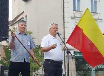 """""""Máme toho dost."""" V Brně se demonstrovalo na návrat dětí do škol bez omezení"""