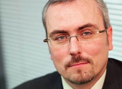 Petr Dufek: Automobilový průmysl šlape na brzdu