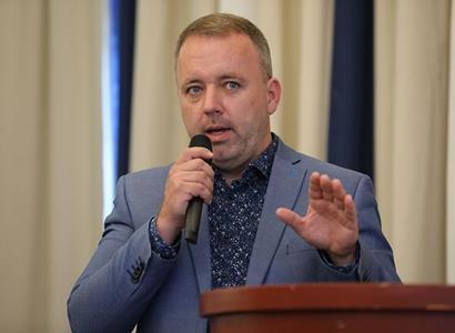 Stínový ministr chce zrušit vlastní ministerstvo. Úplně selhalo, jen hlídá vyvoleným jejich dotace