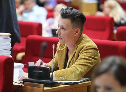 Matěj Stropnický: Na jaře křičeli, že každým zákazem je ohrožována jejich svoboda. Dnes zase, že vláda se moc dlouho bála zákazy obnovit. Kurnik, tak co vlastně chtěj?