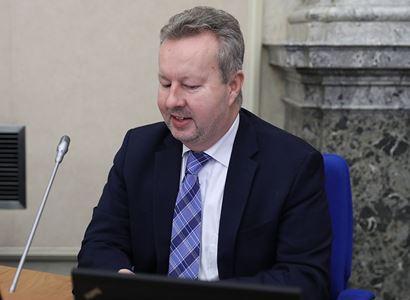Ministr Brabec: Je to bolševník, různé druhy amerických raků, vytlačující české raky kamenáče, nutrie…