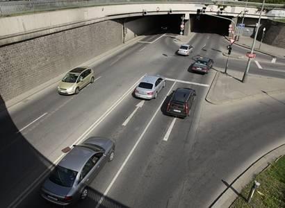 ODS: Dva a půl litru se starým autem. Vjezd do Prahy díky Pirátům za peníze