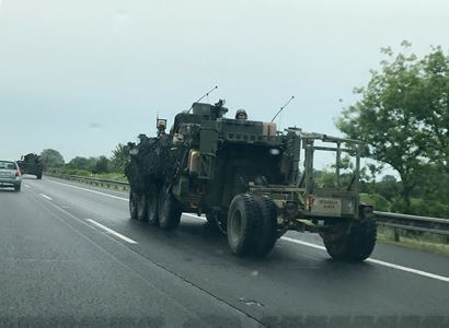 Dusno kvůli konvoji. Bývalý tankista Kobza tuší, proč se Američané přesunují v dopravní špičce. A Schwarzenberg kontruje: Ruský konvoj by potěšil víc?!