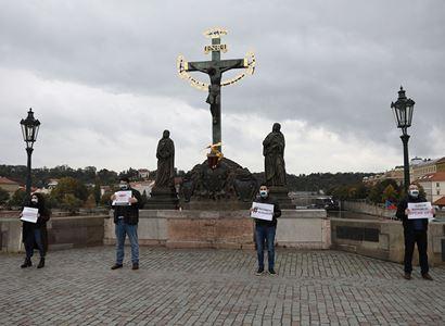 Protest na Karlově mostě