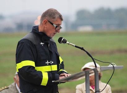 Babiš poděkoval českým vojákům a oznámil armádě dobré zprávy