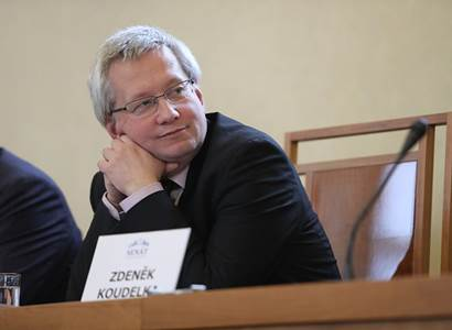 Rozhodující nejsou soudy, ale volby, říká advokát, který srazil vládu na kolena
