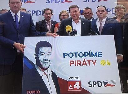 """""""Potopíme Piráty!"""" To bude na billboardu. Okamura drsně"""