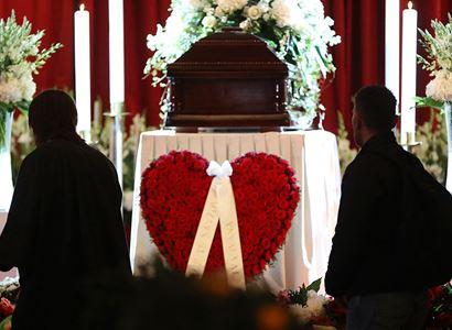 Stydíte se? Jste sami! Po pohřbu Gotta: Režisér a jeho přítel účtuje a srovnává Schwarzenberga s...