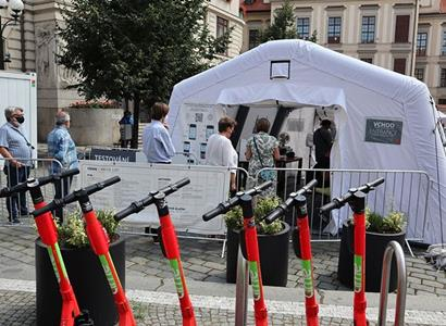 V Česku odmítají uznávat protilátky jako důkaz. Takto to funguje hned za hranicemi v Rakousku
