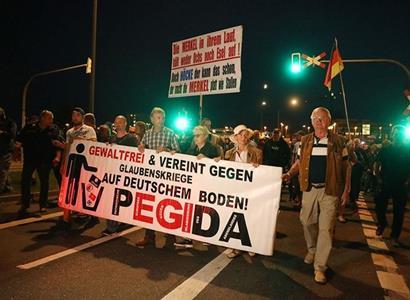 """""""Německo, starej se o Němce"""". Noční boj v Drážďanech kvůli migraci. Slyšeli jsme vážné věci"""