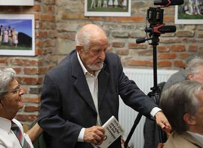 Havel přinesl do parlamentu obrázek od kamaráda, ať prý ho hned schválí jako státní znak. Všichni jen koukali. Vzpomínky profesora Jičínského na počátky demokracie