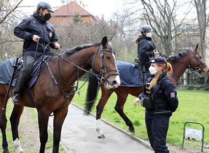 Osvoboďte lidi od policie. Znělo z Německa. A silná slova už i od nás