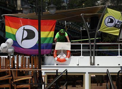 Hřib dělá pro LGBT málo? Džamila Stehlíková, Pirát Kopřiva a další v akci, Zemanovi pod okny