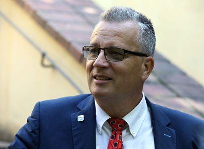 Kandidát Wünsche bourá předsudky kavárny o SPD: Vyhodili ho z Kavčích hor, od té doby úspěšně podniká. A stejně chce czexit a varuje před kulturní revolucí