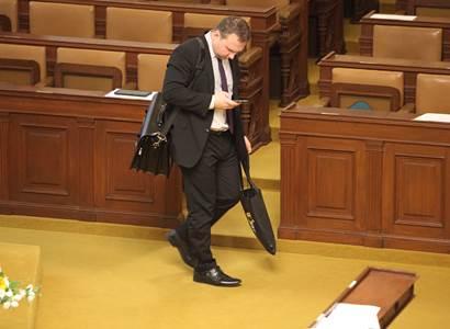 Začala sněmovna, opět přišly hádky o program. Jurečka se ptal, zda je vláda normální