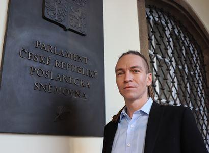 Ivan Bartoš rozjel kanonádu: Lži, lži, lži! Novináři jsem řekl, že nezvýšíme daně. A na titulce byl opak