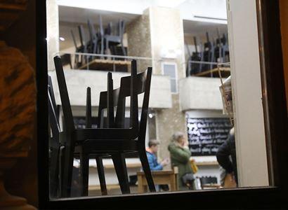 NSS: Opatření, které na přelomu dubna a května uzavřelo restaurace, bylo v rozporu se zákonem