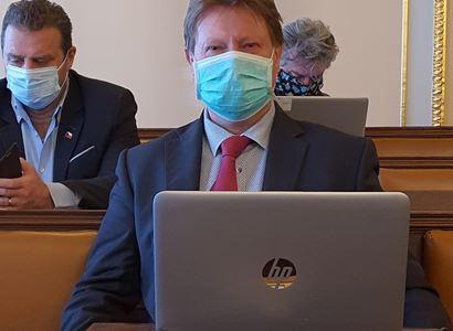 Prymulo, a co rozšířit AIDS? A ta EU... Poslanec se neudržel a předložil vážné věci